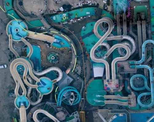 Аквапарк Raging Waters