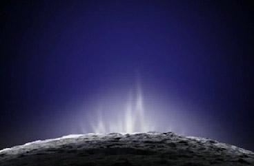 Выбросы водяного пара на поверхность Энцелада.