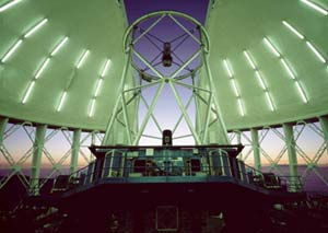 "Телескоп ""Джемини Север"". Вид внутри башни."