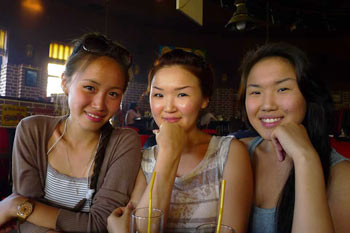 Девушки якутки.