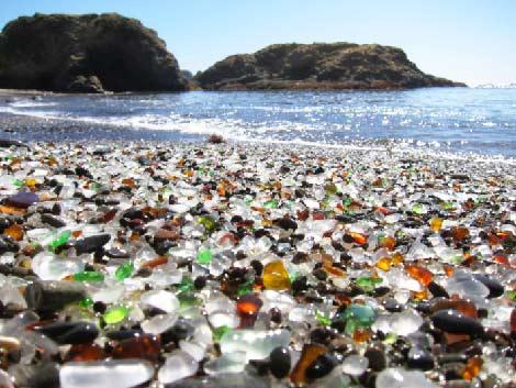 Пляж из стекла