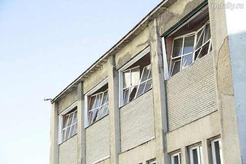 Выбитые окна домов - последствия падения метеорита