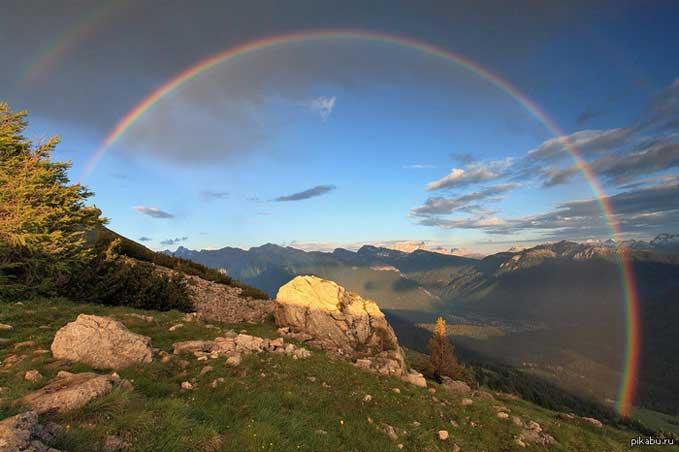 В горах можно увидеть нижнюю часть радужной дуги